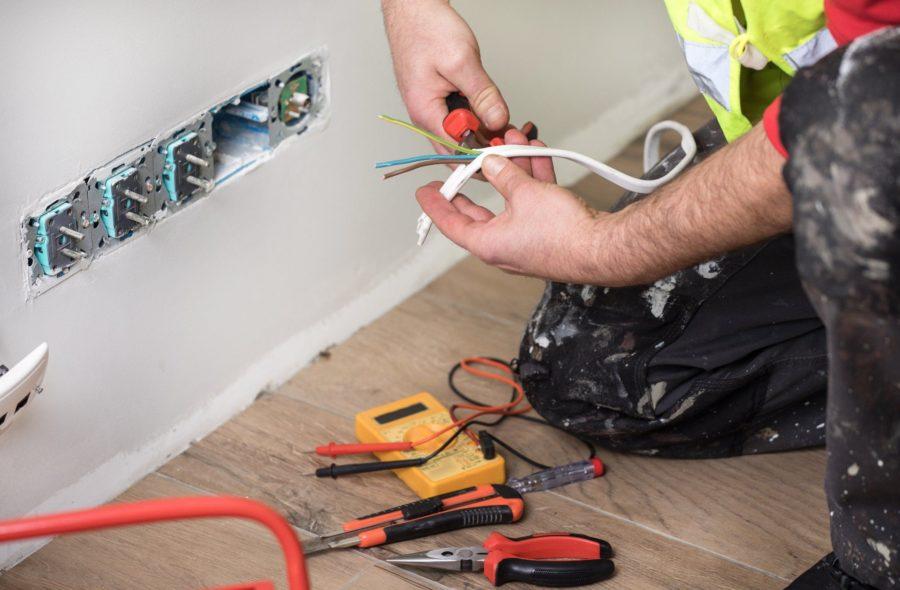 Est-il légal de faire vos propres travaux électriques
