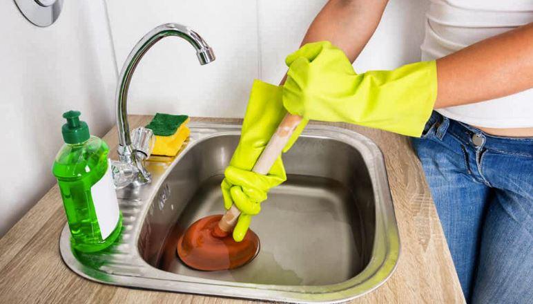 10 façons vraiment faciles de déboucher les canalisations